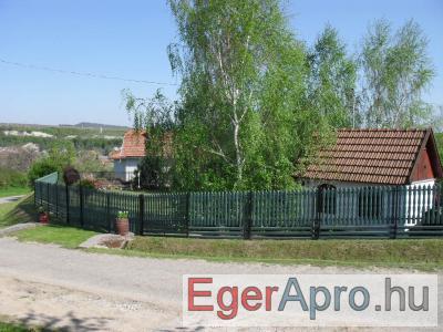 Cserépfalun Pást út 2. sz nyaraló eladó illetve Egerben kicsi panel garzon lakásra cserélhet�